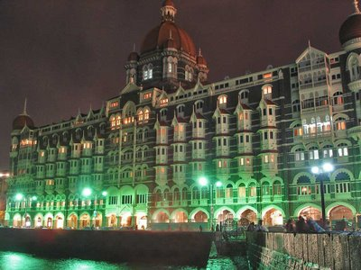 taj_mahal_palace_hotel_mumbai_at_night